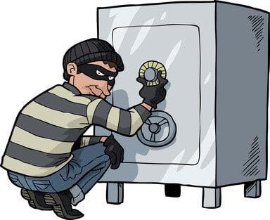 Einbrecher öffnet Tresor
